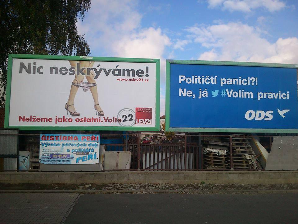 Sexistické billboardy NS-LEV21 a ODS vedle sebe